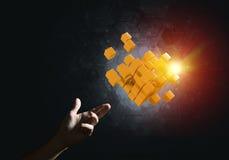 La idea de nuevas tecnologías y la integración presentaron por la figura del cubo Fotos de archivo