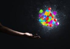La idea de nuevas tecnologías y la integración presentaron por la figura del cubo Fotografía de archivo