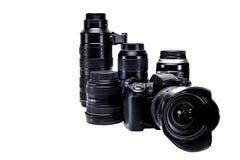 La idea de un fotógrafo profesional con los accesorios blancos del fondo Foto de archivo libre de regalías