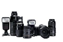 La idea de un fotógrafo profesional con los accesorios blancos del fondo Fotografía de archivo