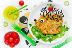 La idea del arte de la comida para los niños almuerza - escalope del pollo con las verduras Fotos de archivo