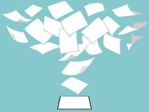 La idea del concepto de sin papel blanco entra mosca verde la nueva tableta favorable imagen de archivo