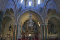La iglesia católica en Fira, Santorini Fotos de archivo libres de regalías