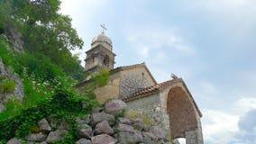 La iglesia católica vieja encima de una montaña Fotografía de archivo libre de regalías