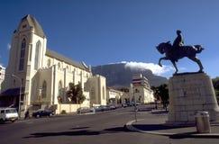 La iglesia católica y el monumento de Louis Botha Horse en el cabo T imágenes de archivo libres de regalías