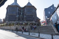 La iglesia de Catherine del santo en la ciudad vieja Honfleur La iglesia madera-construida más grande de Francia Normandía, Franc imagenes de archivo