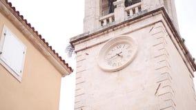 La iglesia de la ciudad vieja de Budva, Montenegro, bahía de Kotor, los Balcanes almacen de video