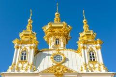La iglesia de los apóstoles santos Peter y Paul en Peterhof Foto de archivo