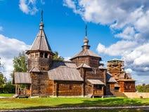 La iglesia de madera rusa tradicional en Suzdal, Rusia Imagen de archivo