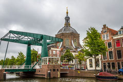 La iglesia de Marekerk en Leiden Imagenes de archivo