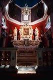 La iglesia de nuestra señora de las rocas en el islote de la bahía de Kotor Interior de la iglesia católica Imágenes de archivo libres de regalías