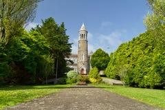 La iglesia de parroquia en castillo baja Imagen de archivo libre de regalías