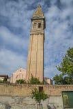 La iglesia de San Martín en Burano Imagen de archivo