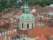 La iglesia de San Nicolás, Lesser Town en Praga, República Checa Imágenes de archivo libres de regalías