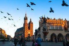 La iglesia de St Mary en el centro histórico de Kraków Fotografía de archivo libre de regalías