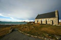 La iglesia del buen pastor bajo puesta del sol fotografía de archivo libre de regalías