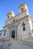 La iglesia del dei Monti de Santissima Trinita sobre el español camina en Roma, Italia Fotografía de archivo