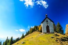La iglesia del neve del della de Madonna en un otoño colorido imágenes de archivo libres de regalías