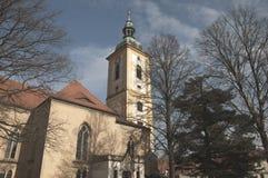 La iglesia del renacimiento con los árboles y el cielo Imagenes de archivo