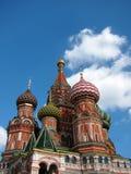 La iglesia en cuadrado rojo en Moscú foto de archivo