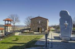 La iglesia en la fortaleza de Cari Mali Grad, Bulgaria fotografía de archivo libre de regalías