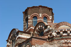 La iglesia en Nessebar. Bulgaria. Playa asoleada. Imagen de archivo libre de regalías