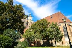 La iglesia gótica de Nikolaikirche San Nicolás del estilo en el centro histórico de Jueterbog, Brandeburgo, Alemania Foto de archivo
