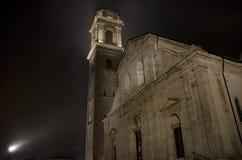 La iglesia iluminada catedral del monumento de Torino Turín del Duomo de la opinión de la noche contiene la cubierta santa Jesus  Imagenes de archivo