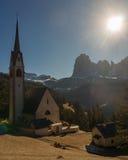 La iglesia vieja en Ortisei, Italia Foto de archivo