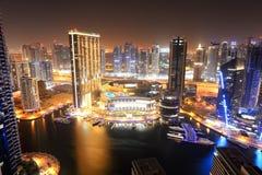 La iluminación de la noche del puerto deportivo de Dubai foto de archivo libre de regalías