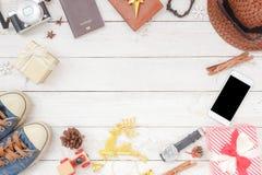 La imagen aérea de la endecha plana tiró de decoraciones y adorna Feliz Navidad y Feliz Año Nuevo Fotografía de archivo libre de regalías