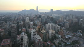 La imagen aérea de un parque, los edificios, los caminos y la ciudad ajardinan en Santiago, Chile Fotografía de archivo libre de regalías