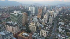 La imagen aérea de un parque, los edificios, los caminos y la ciudad ajardinan en Santiago, Chile Imagen de archivo