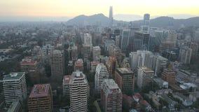 La imagen aérea de un parque, los edificios, los caminos y la ciudad ajardinan en Santiago, Chile Fotos de archivo