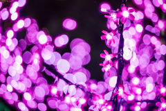 La imagen abstracta desenfocado se enciende en la ciudad o el tono rosa claro de la noche Imagenes de archivo