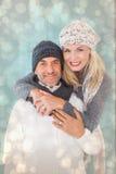 La imagen compuesta de pares felices en invierno forma el abarcamiento Foto de archivo