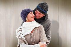 La imagen compuesta de pares maduros felices en invierno viste el abarcamiento Imagen de archivo