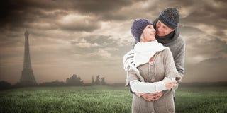 La imagen compuesta de pares maduros felices en invierno viste el abarcamiento Fotografía de archivo libre de regalías