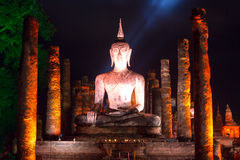 La imagen de Buda en la noche Imagen de archivo