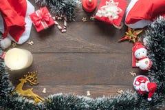 La imagen de las decoraciones de la Navidad y de la Feliz Año Nuevo adorna concepto del fondo Espacio libre para el texto y la fu Fotos de archivo