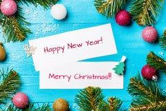 La imagen del abeto ramifica, las tarjetas de felicitación con deseo Fotos de archivo libres de regalías