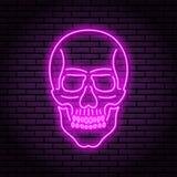 La imagen del cráneo de las lámparas púrpuras de neón con un resplandor brillante en el fondo de un ladrillo ilustración del vector