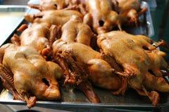 La imagen del primer de muchos pato guis? los patos, negocio de restaurante asi?tico imagen de archivo libre de regalías