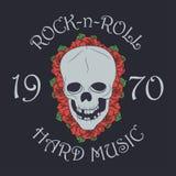 La impresión de la música rock, sello del rock-and-roll con el cráneo y subió ilustración del vector