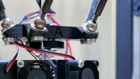 la impresora 3D realiza la creación del producto almacen de metraje de vídeo
