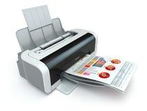La impresora imprime el informe de negocios en el fondo blanco Imagen de archivo libre de regalías