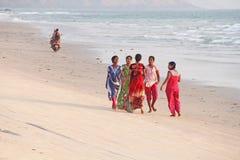 La India, GOA, el 22 de enero de 2018 Un grupo de mujeres indias en brillante foto de archivo