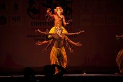 La India Harmony Dance en ceremonia de inauguración en el carnaval de Harmony World Puppet Imagenes de archivo