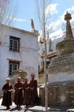 1977 La India Monjes budistas en Kardang-gompa Fotografía de archivo