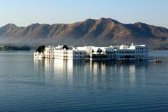 La India, udaipur: Palacio del lago Imágenes de archivo libres de regalías